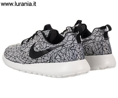 amazon nike roshe run all black,amazon nike roshe run black